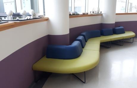 Sofa poczekalnia hol