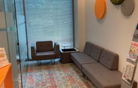 Wygodna kanapa panele akustyczne