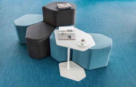Miejsce wytchnienia w biurze nowoczesne sofy