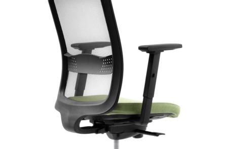 Siatkowy fotel biurowy