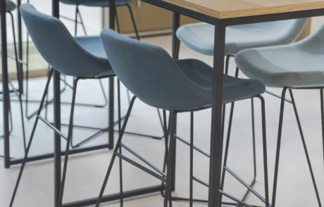 Krzesła konferencje nowoczesne stoły wysokie