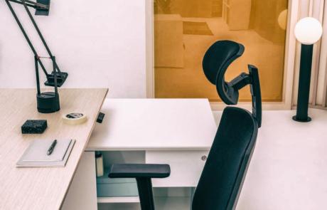 Biurko home office bezpiecznie wygodne design