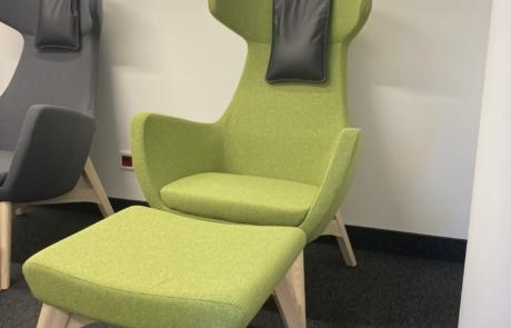 Fotel wypoczynkowe na drewniane konstrukcji