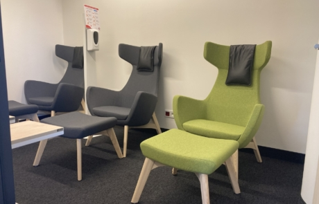Krzesło wypoczynkowe na drewniane konstrukcji
