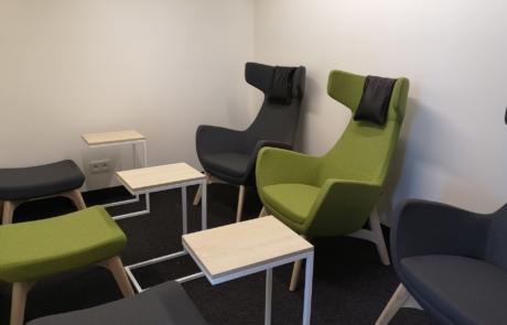 Miejsce spokojnej pracy fotele drewniane