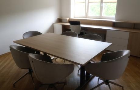 Stół konferencyjny krzesła fun