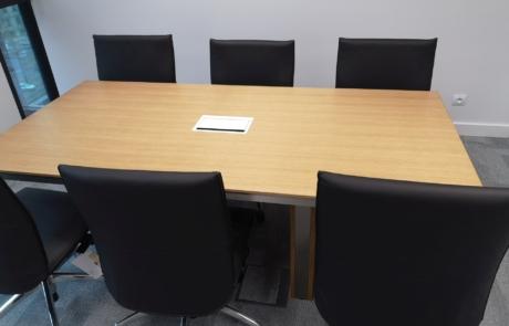 Nowoczesne stoły konferencyjne jasna faktura